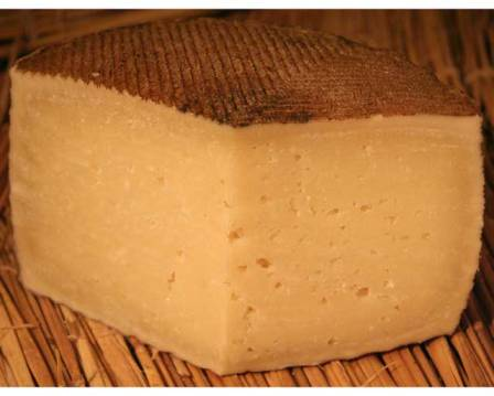 Manchego. 출처: http://www.formaggiokitchen.com/shop/product_info.php?products_id=730